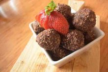 Protein balls, goji, almonds and chia